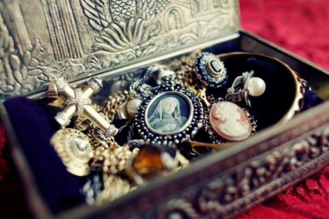 The Benefits of Buying Vintage & Antique Jewelry