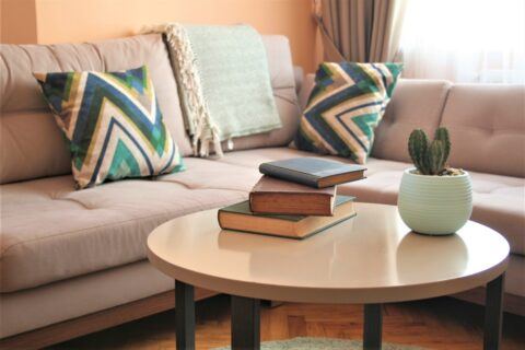 Tips for decorating a coffee table